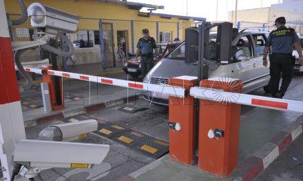 Un argelino intenta huir de un coche patera para zafarse de la Benemérita