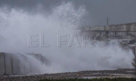 Un temporal histórico deja al Passió casi tres días en el puerto y Ceuta aislada