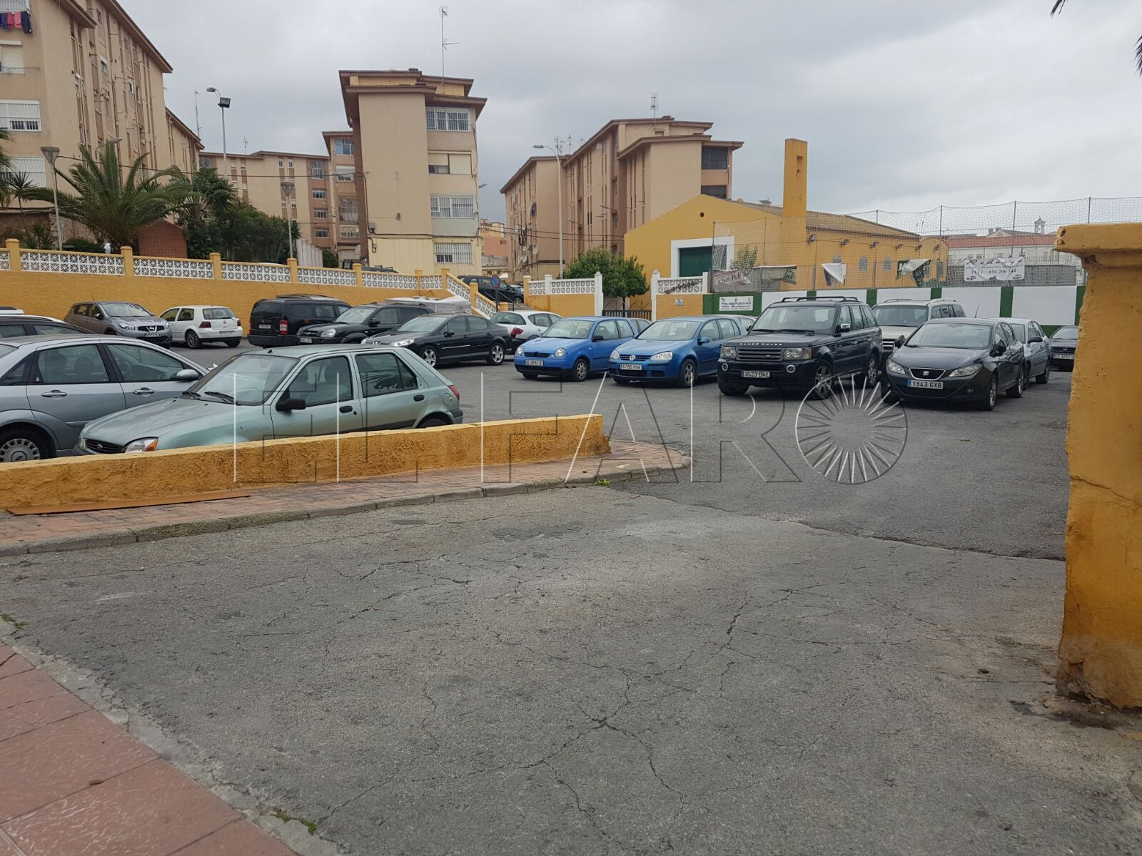 C's denuncia el uso de una parcela privada como aparcamiento público