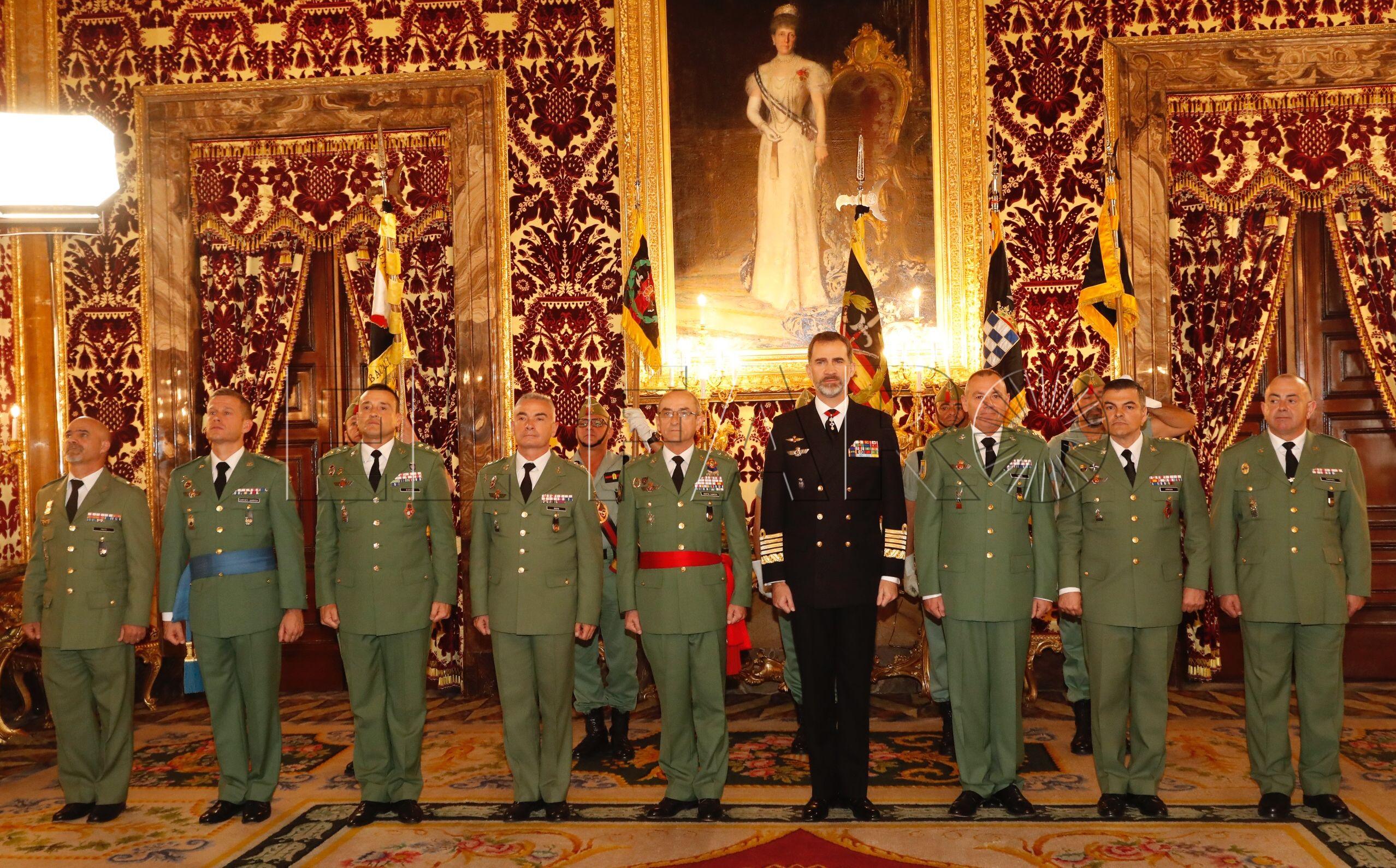 El rey Felipe VI entrega una alabarda real al Segundo Tercio de la Legión