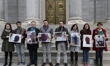 """Podemos homenajea en el Congreso a las víctimas de la """"ignominia"""" del Tarajal"""