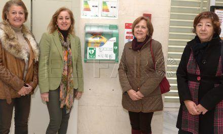 Sanidad amplía los espacios públicos cardioprotegidos con un nuevo DESA