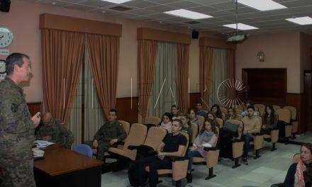 Alumnos de la Universidad 'Francisco de Vitoria' visitan la Comgeceu y el museo de Regulares