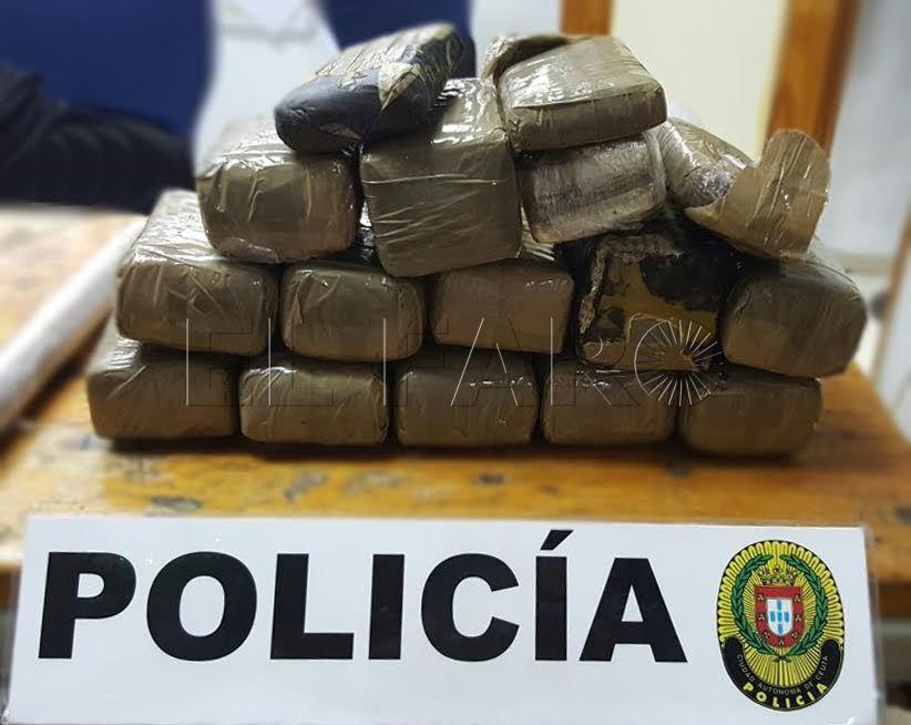 Policía Local detiene a un individuo en Claudio Vázquez con casi cuatro kilos de hachís