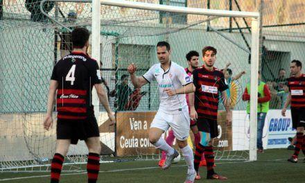La AD Ceuta FC gana para seguir creyendo