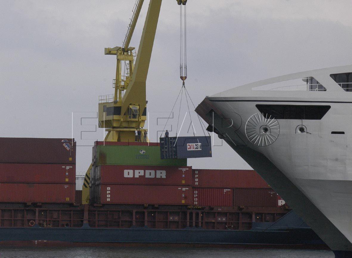 Las mercancías y los contenedores 'salvan' el mes de enero en el puerto