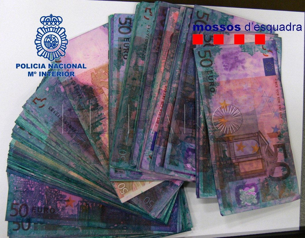 Tres detenidos en Ceuta, como presuntos integrantes de una red que cambiaba billetes marcados procedentes de atracos
