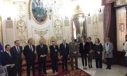 Ruiz Moya, distinguido con el Escudo de Oro del Colegio de Farmacéuticos y la Plata de Placa del Consejo General