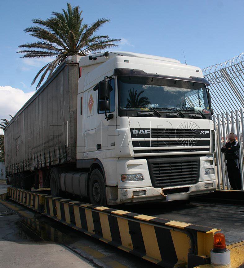 La avería de la báscula del Puerto lastra la lucha contra el fraude fiscal en la importación
