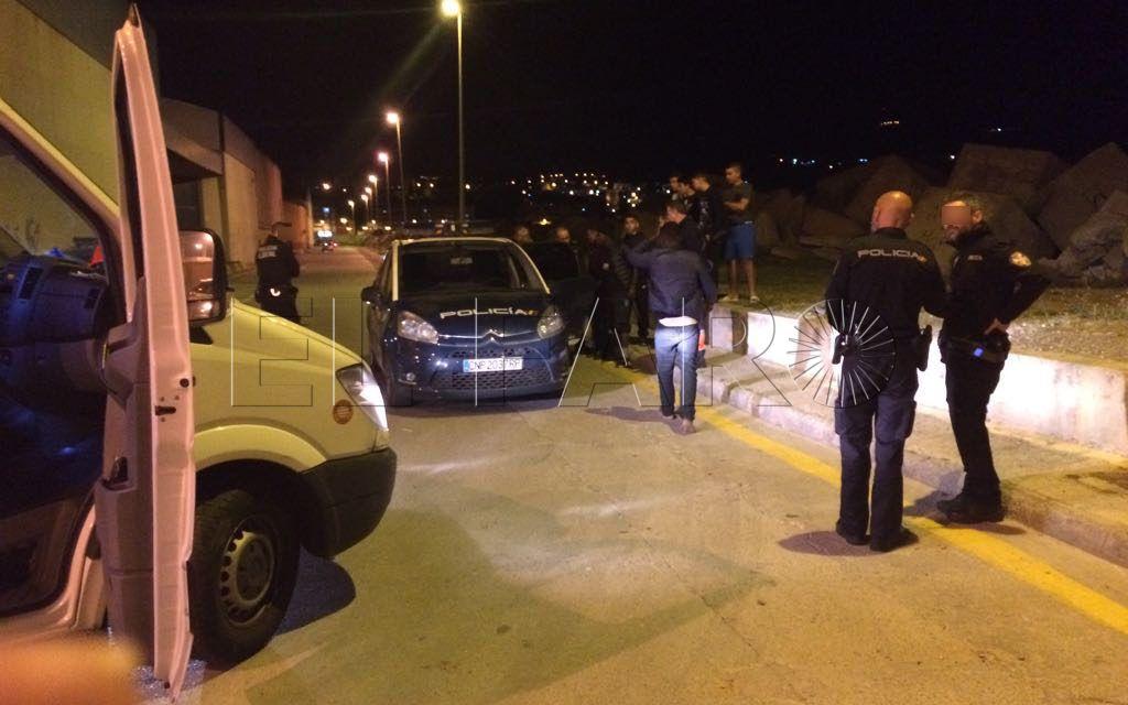 Tres subsaharianos, heridos al ser atracados por un grupo de argelinos