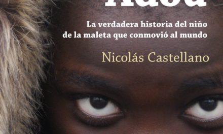La historia de Adou, el niño de la maleta, en forma de libro