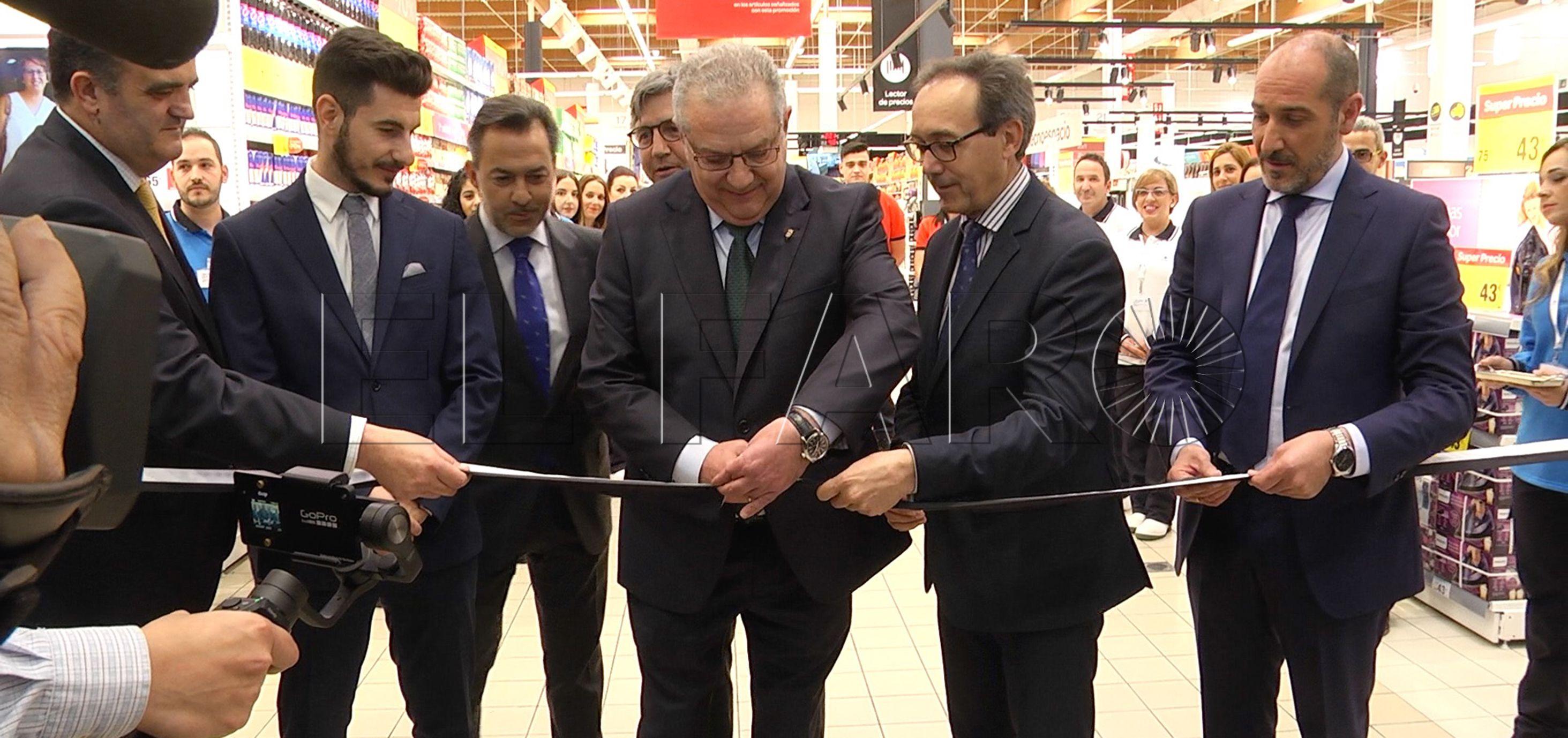 Carrefour inaugura su hipermercado con las autoridades locales