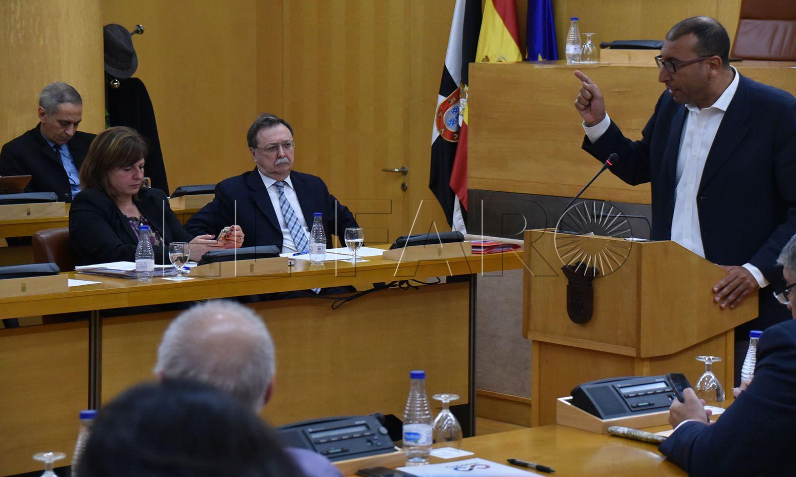 """Alí: """"Se declaran incompetentes para solucionar los problemas de Ceuta"""""""