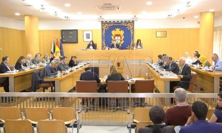 Duro enfrentamiento e insultos en el pleno entre Carreira y Miaja