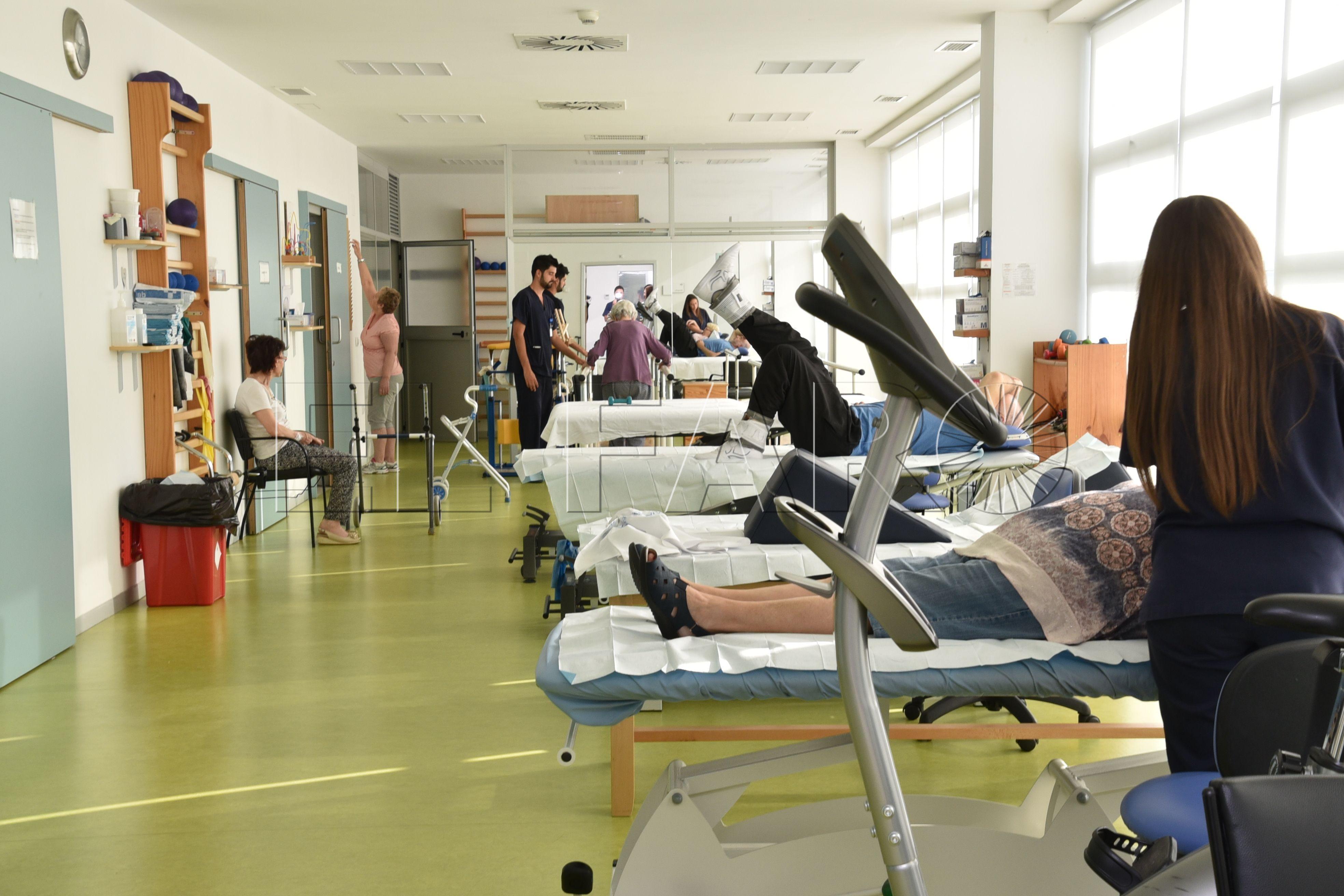 """Ingesa """"deja sin primera visita a 140 pacientes"""" de Rehabilitación por no cubrir la baja de la doctora"""