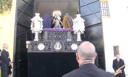 El 'Valle' volvió a procesionar rodeado de su gran familia parroquial