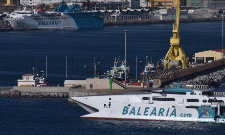 Baleària seguirá dos años como adjudicataria de la línea pública