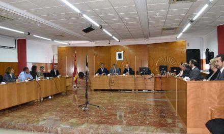 Catalá firmó en el Libro de Oro y se reunió con los operadores judiciales