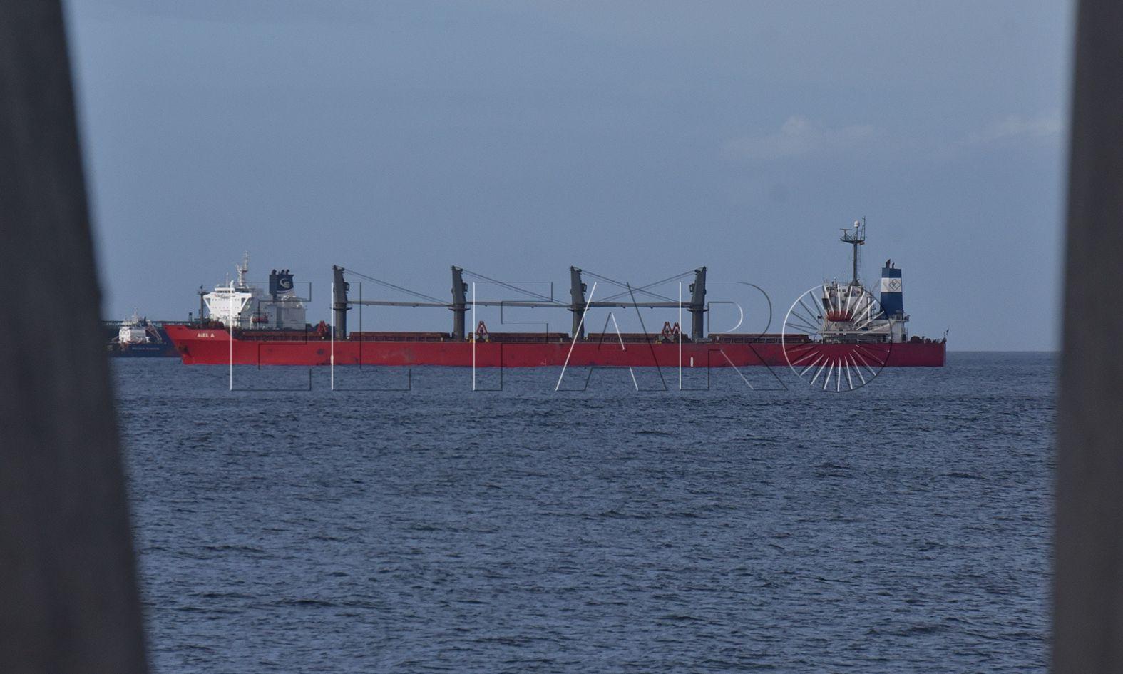 Un barco rompe un cable de fibra óptica