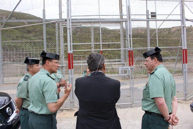 """El director general felicita a los guardias civiles por el """"excelente trabajo"""" que desarrollan en Ceuta, especialmente en el control de la inmigración irregular"""