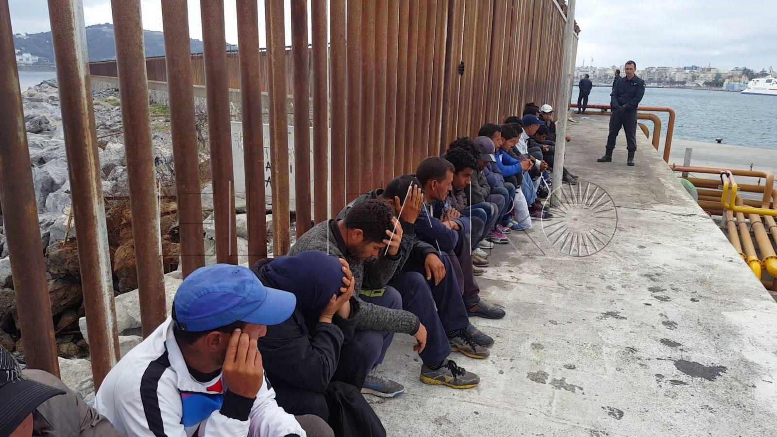 Los GRS de la Guardia Civil interceptan a 21 inmigrantes en el muelle de Poniente