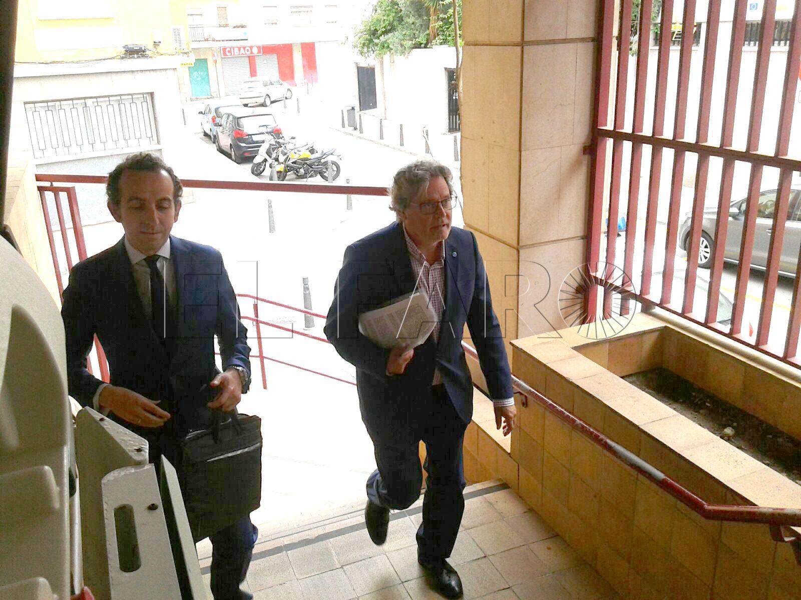 Carreira llega a los juzgados, citado por el caso del depósito de vehículos