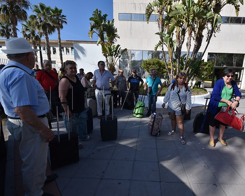 Un grupo de personas con discapacidad gira visita a una Ceuta turística accesible
