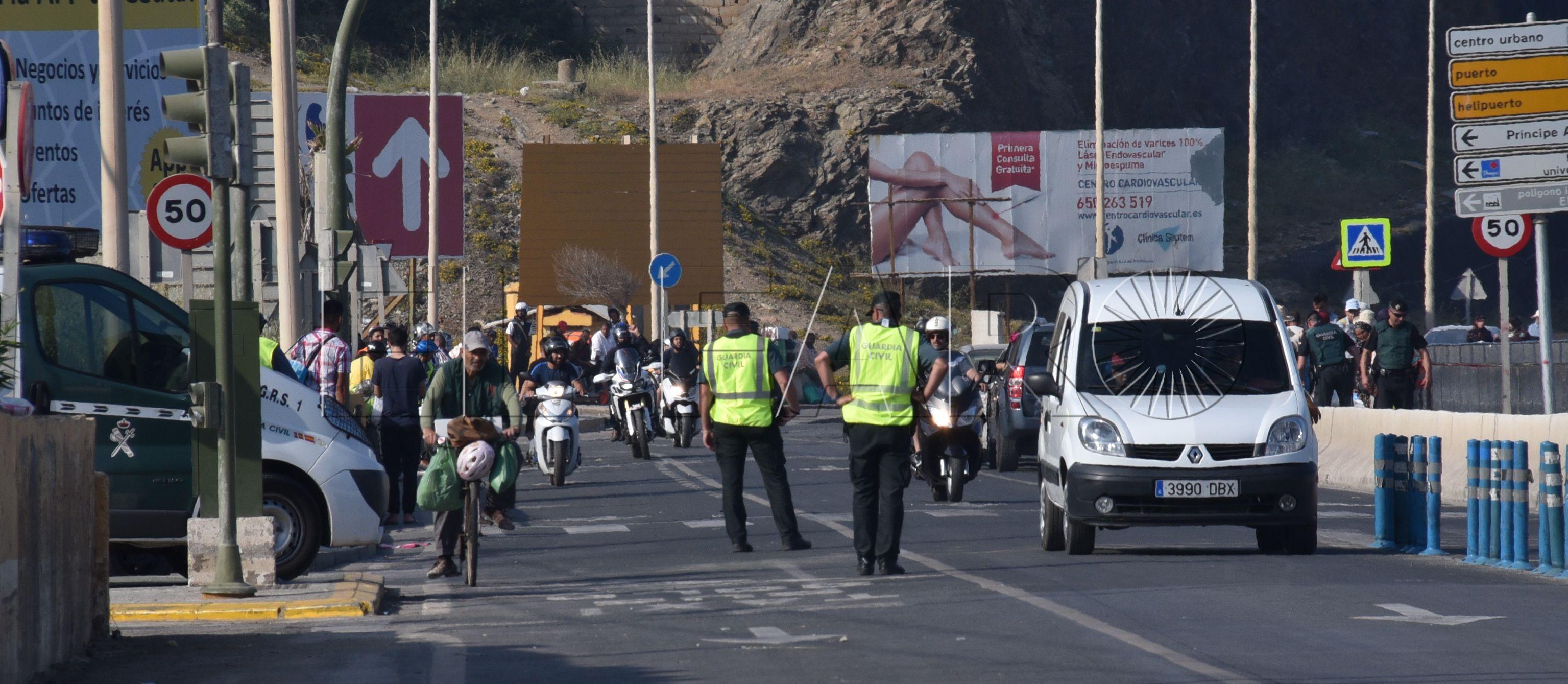 """""""Los guardias civiles están 8 horas regulando el tráfico y sin relevo"""""""