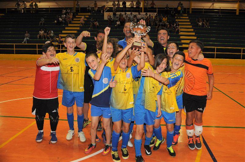 El Polillas Atlético vence al San Agustín y levanta el trofeo de campeón de Copa