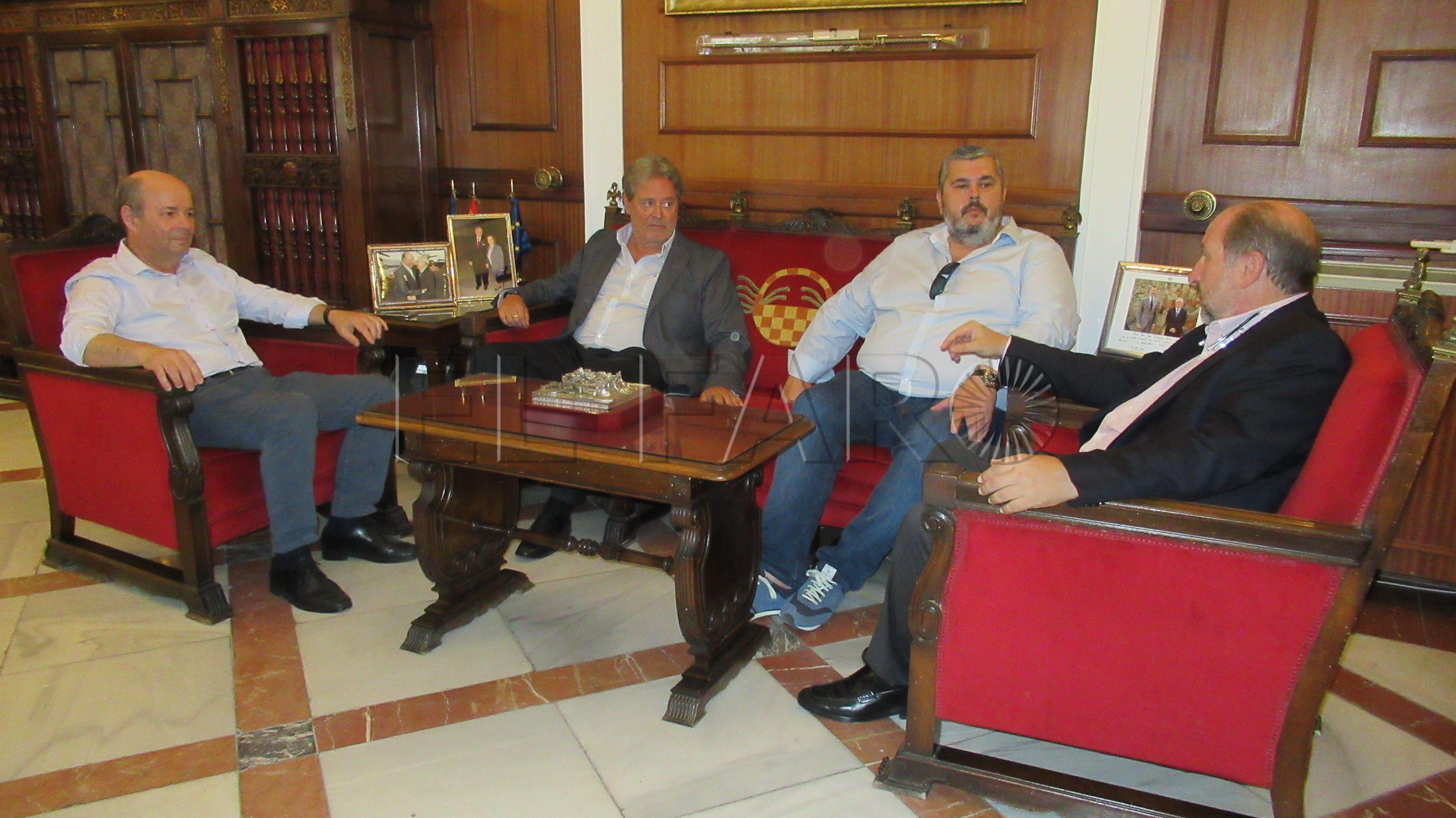 """Carreira afirma que la gestión de la frontera en Melilla """"es para copiarla"""""""