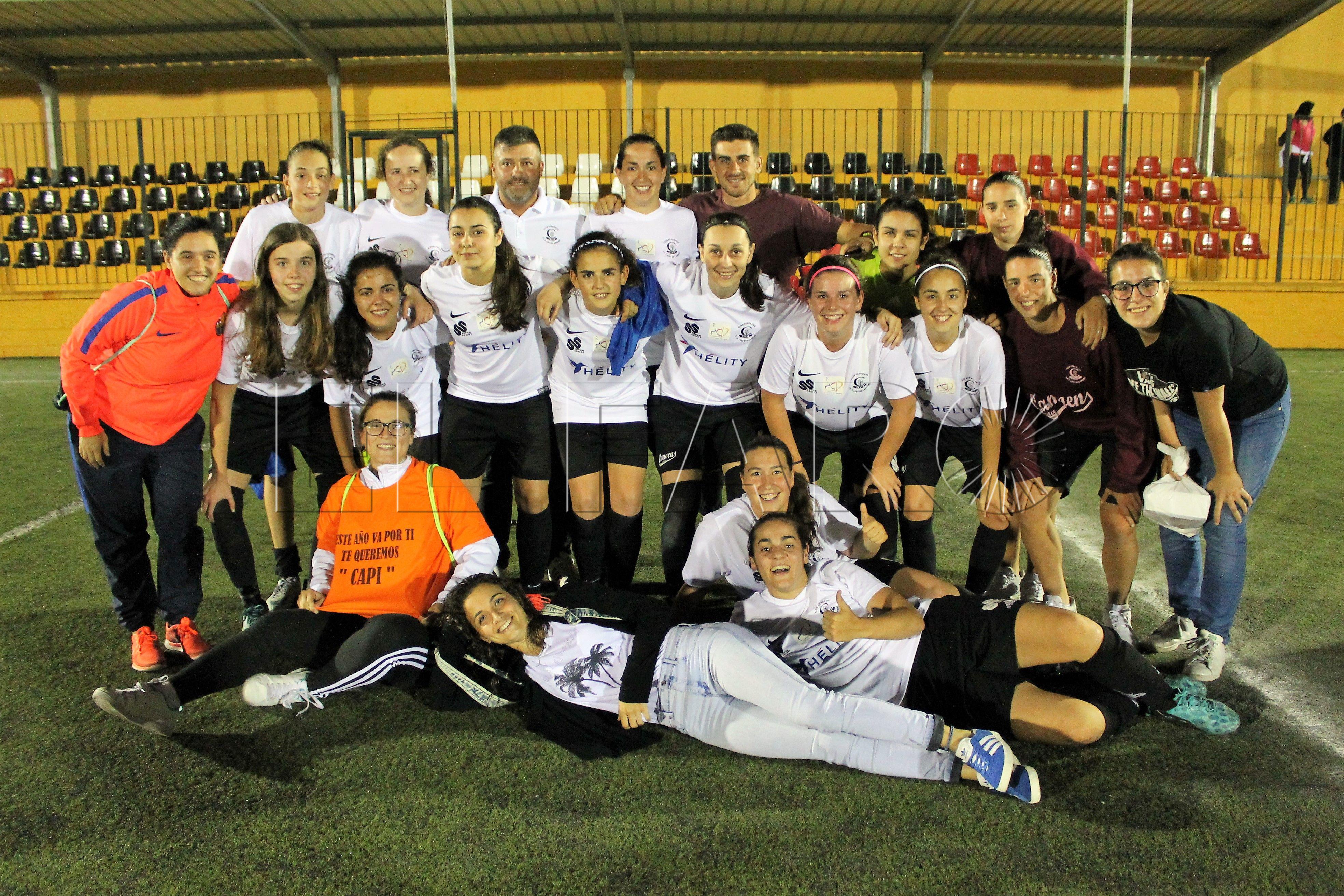 Triplete del Camoens tras lograr el título de Liga de Fútbol 7