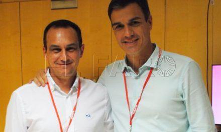 Pedro Sánchez apoya la decisión de Hernández de seguir al frente del PSOE