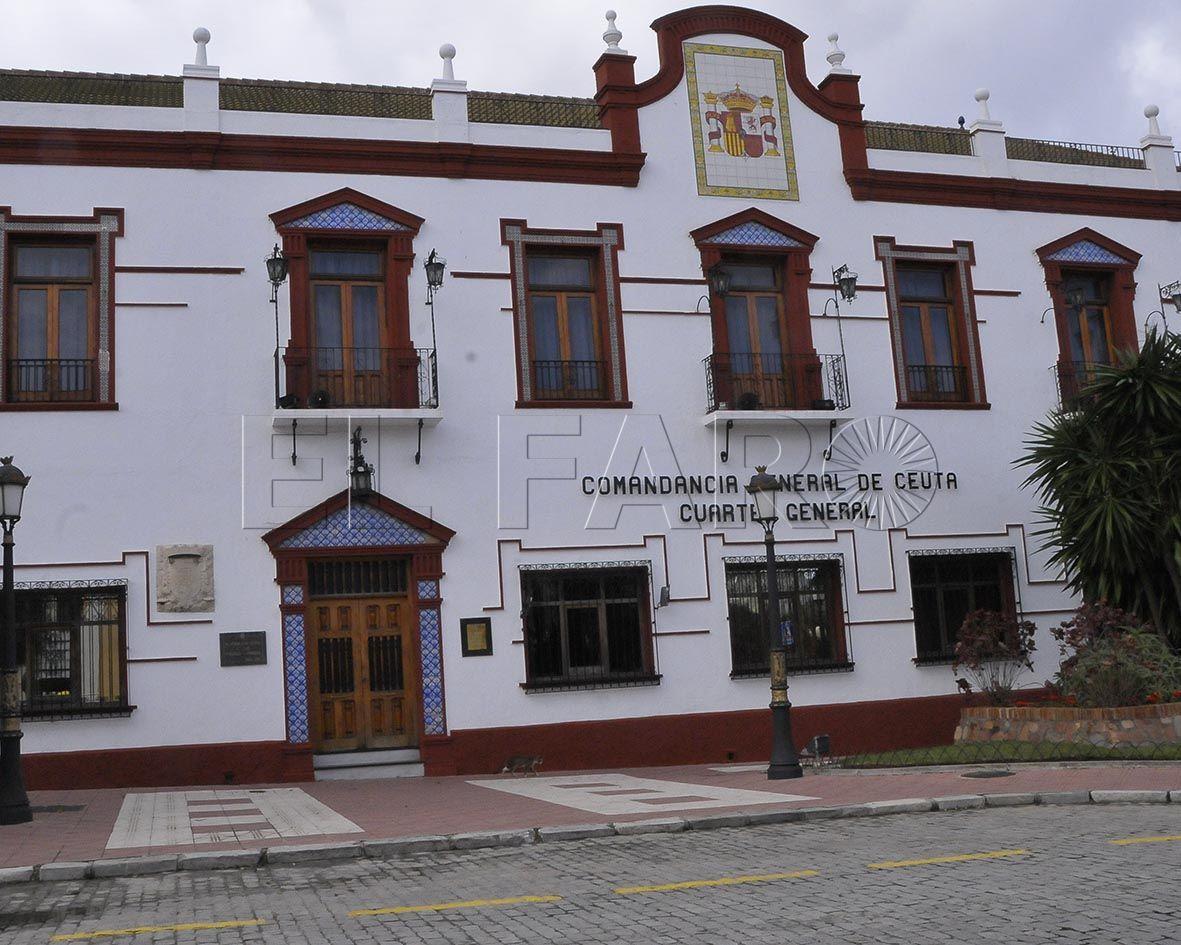 Graban y expedientan a varios militares de Ceuta por sus viajes a la Península