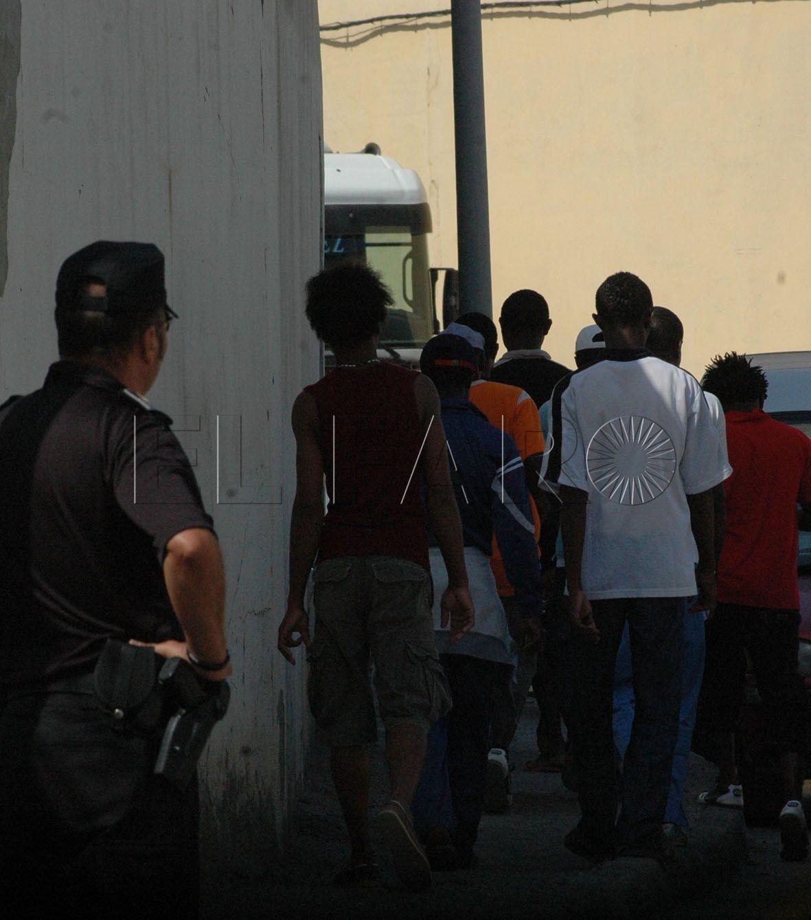 La Jefatura de la Policía Local ordena más agentes al muelle de Poniente