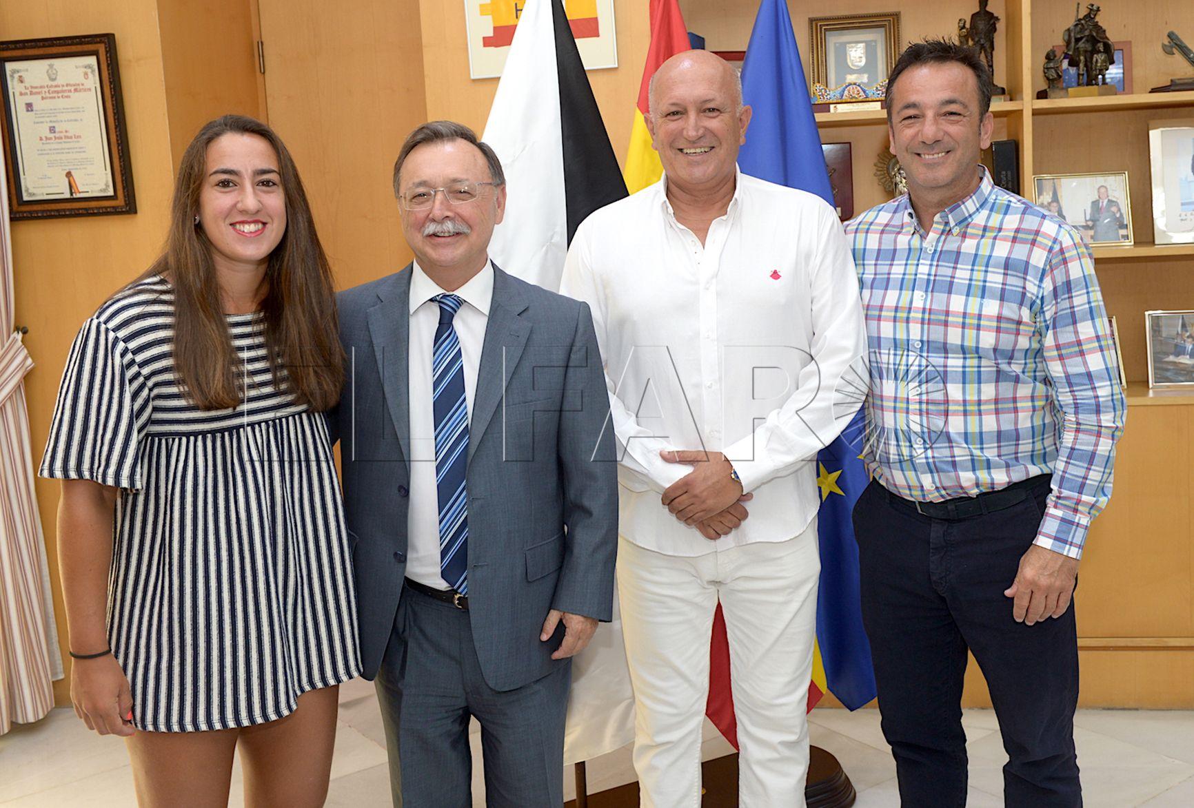 El presidente de la Ciudad recibe a la tenista Olga Parres