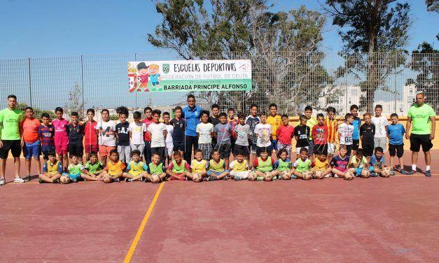 La FFCE sigue fomentando el deporte en las pistas de las barriadas