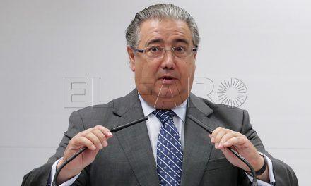"""Zoido afirma que se debe """"concienciar"""" a ONG de que no favorezcan inmigración irregular"""