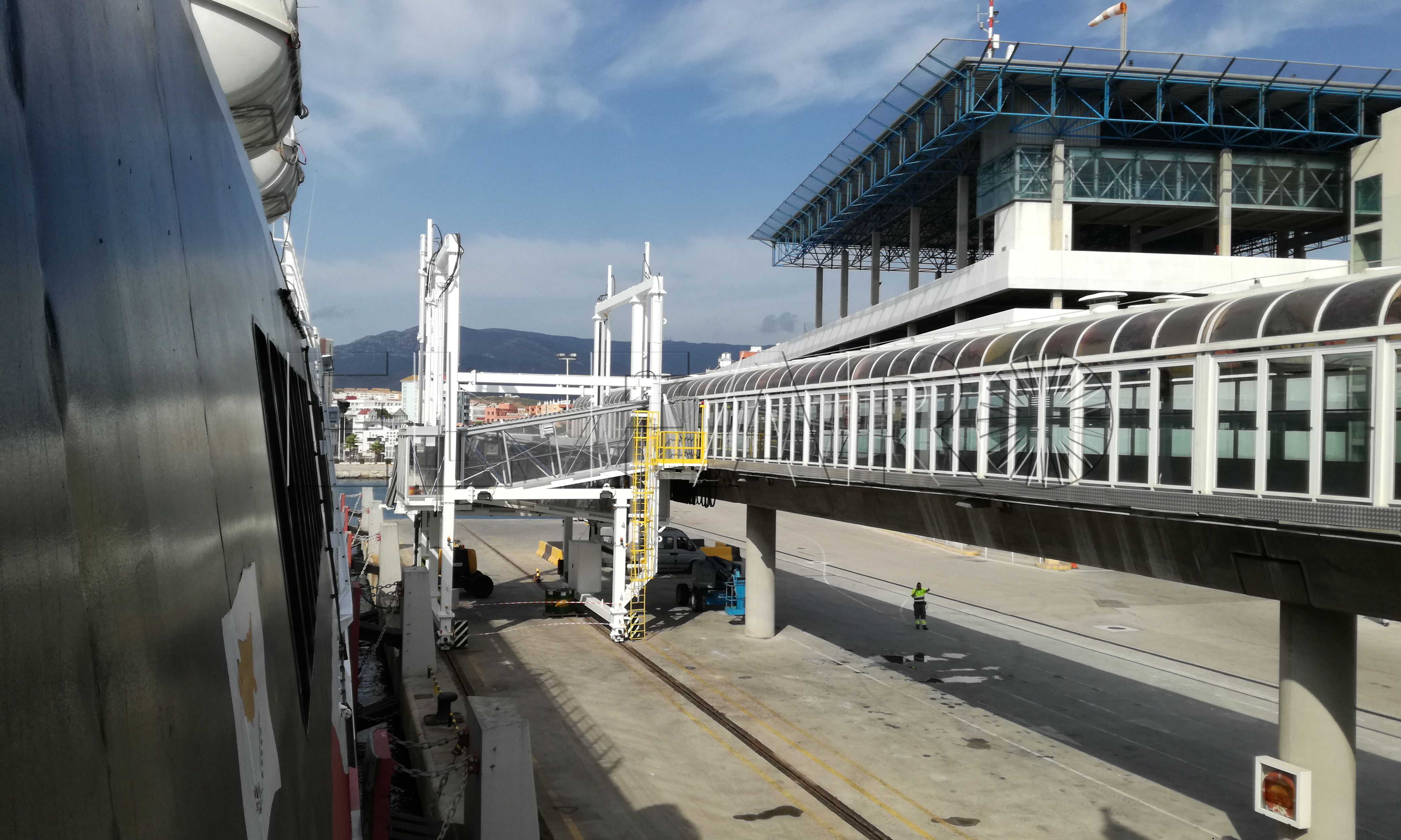 """Controles aleatorios e """"indefinidos"""" a los coches que embarcan en Algeciras"""
