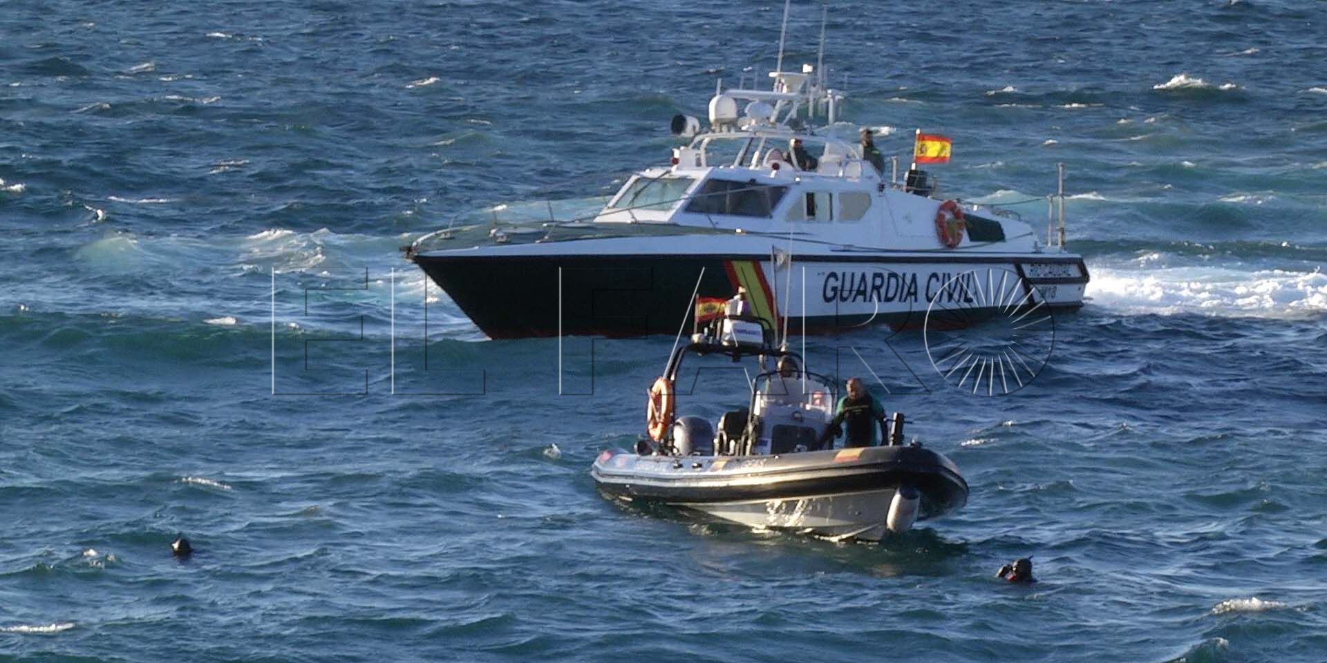 Un familiar reconoce el cadáver del ahogado ante la Guardia Civil