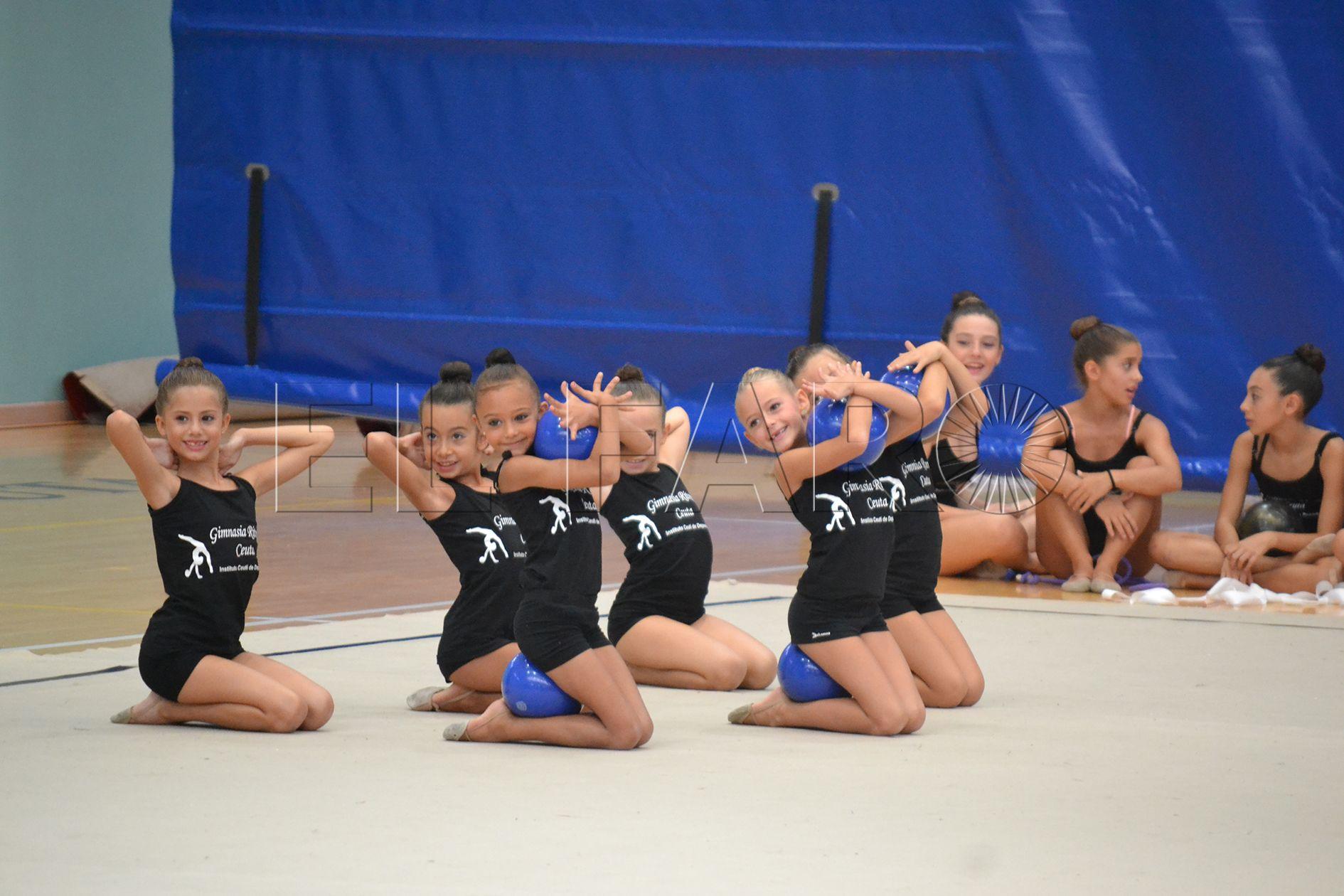Las gimnastas empiezan su trabajo diario