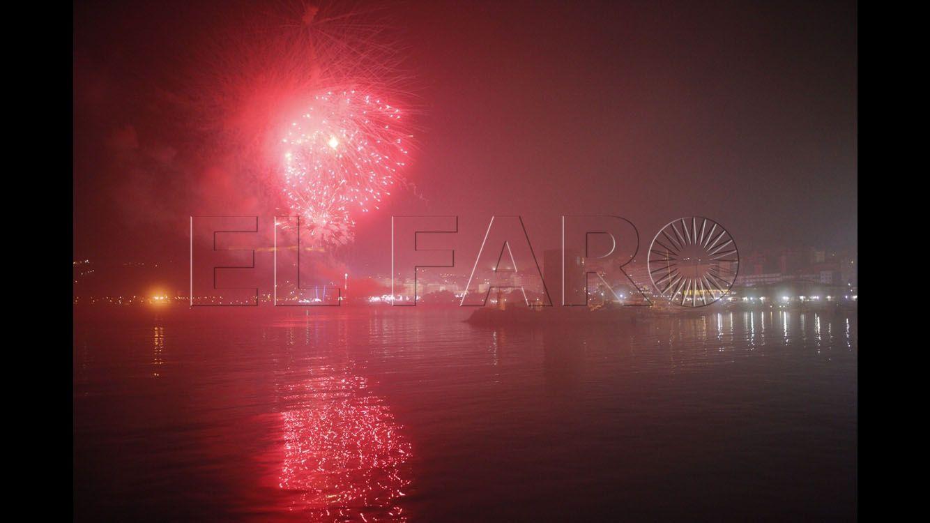 La niebla impidió ver con claridad los fuegos artificiales del fin de feria