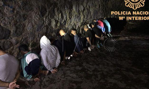 Tres detenidos al intentar embarcar a 12 inmigrantes hacia la Península