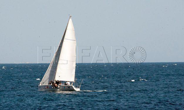 El 'Ceuta.Sí' gana su propia regata