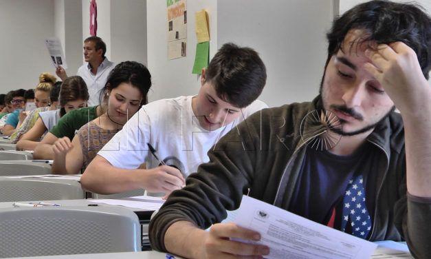"""El adelanto a julio de los exámenes de septiembre """"estresa"""" a los estudiantes de la UGR"""