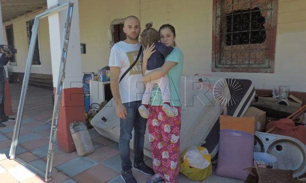 Desahucian a una familia en Pasaje de las Heras