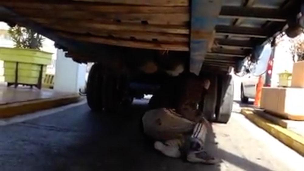 Resultado de imagen de Camioneros del puerto de Ceuta denuncian en vídeos los daños colaterales de los pases clandestinos