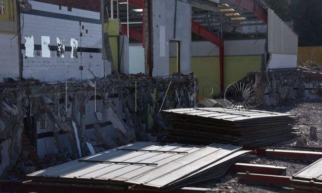 El esqueleto de un emblema deportivo: la demolición del 'Díaz Flor' enfila su última fase