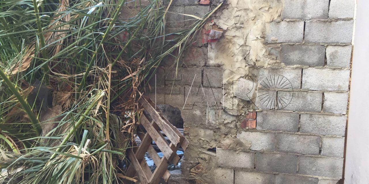 La Policía Local persevera en el desalojo de un grupo de inmigrantes en Patio Hachuel