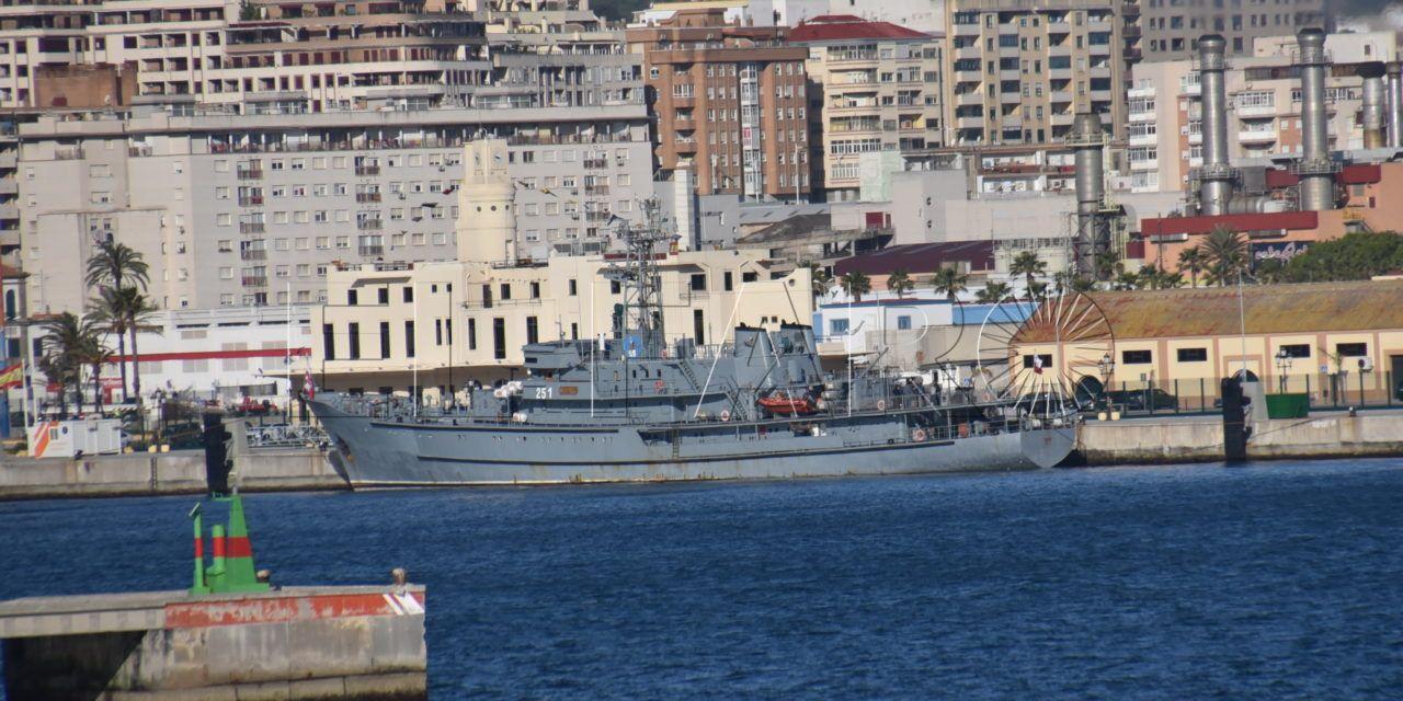 Una leyenda polaca, el 'Wodnik 251', atraca en Ceuta