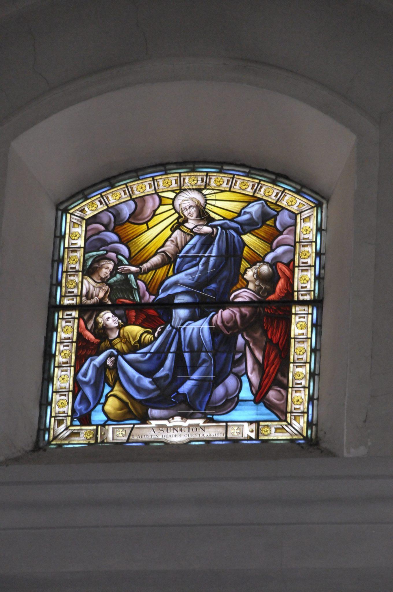 interior-vidriera-catedral-virgen-maria